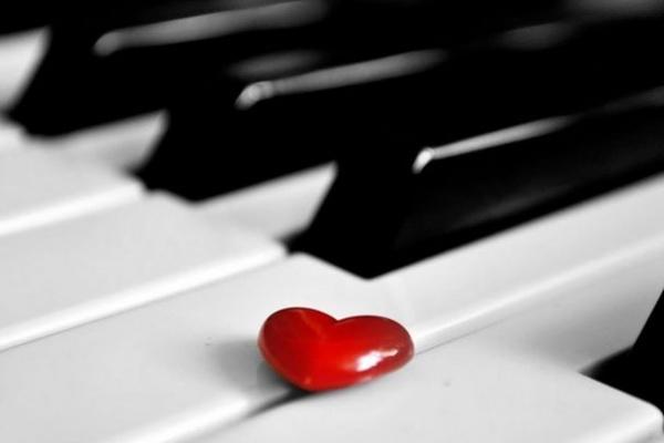 ljubavna pesma na klaviru